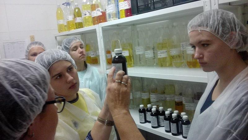 c63d08557a3eed Як виробляються косметичні засоби в промислових масштабах, побачили  студенти кафедри технології жирів і парфумерно-косметичних продуктів