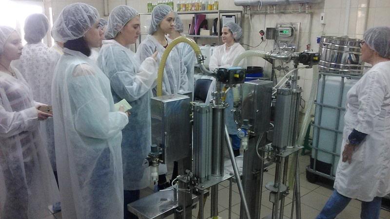 2dcdfa318e477c Як виробляються косметичні засоби в промислових масштабах, побачили  студенти кафедри технології жирів і парфумерно-